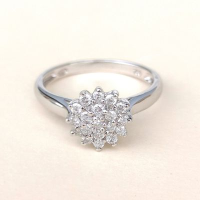 NEUVE / Bague Fleur / Diamants /Joaillerie Or Blanc 18 K / 750/1000 / Or 18 carats   REF / AA 1096