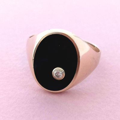 Bague / Chevalière / Onyx / Diamant / Or jaune 18 K / 18 carats / 750/1000   REF / AA 1140