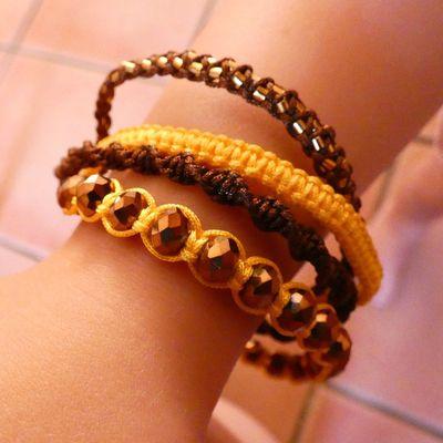 bracelet macramé inspiration mini hipanema jaune et chocolat