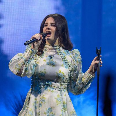 Lana Del Rey en live au Valley View Casino Center, à San Diego, Californie (15/02/2018)