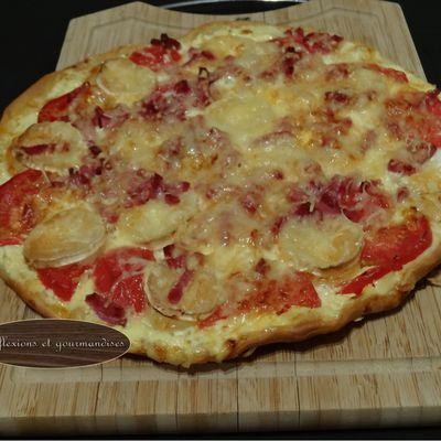 Pizza tomate/chèvre/bacon