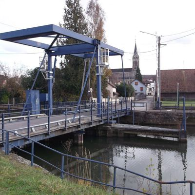 ILLFURTH : LES COLLINES, L'ILL, LE CANAL  (R 195)