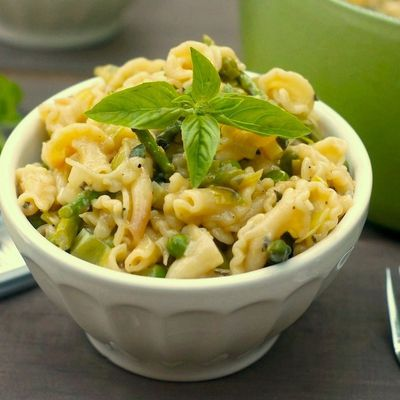 Pasta with Spring vegetables and soft herbs