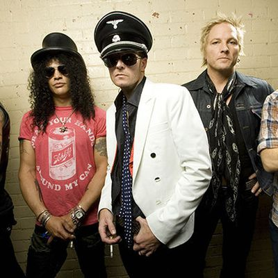 Velvet Revolver - Fall To Pieces