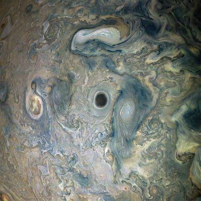 Nouvelle image des nuages abyssale de Jupiter