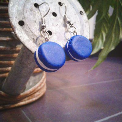 Boucles d'oreilles macarons bleus électriques