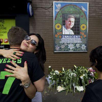 El brasileño estaba inmovilizado cuando la policía de Londres le mató en el metro