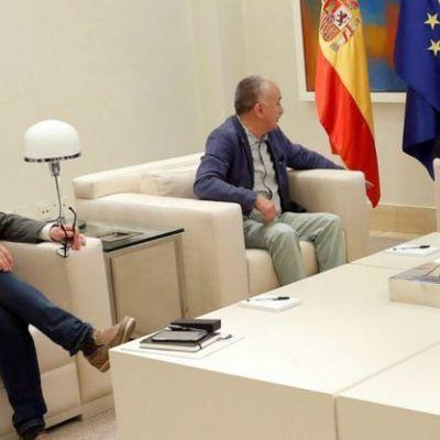 Pedro Sánchez regala 9 millones de euros a los sindicatos nada más llegar