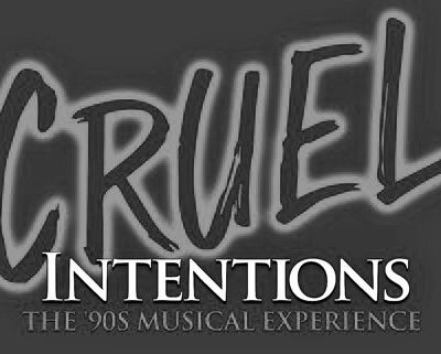 Sarah a repris son rôle de Kathryn Merteuil ... pour l'introduction de Cruel Intentions Musical