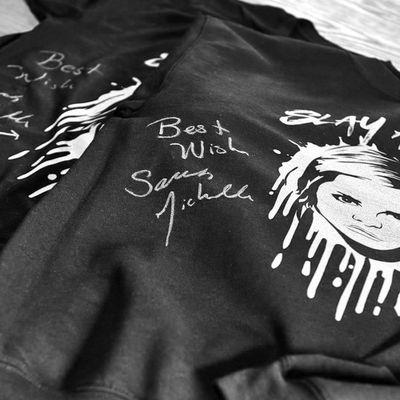 Sarah Michelle Gellar et la Fox ont sorti - fin 2017 - une ligne de vêtements à l'occasion des 20 ans de la série Buffy