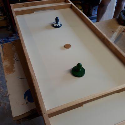 Fabrication Hokey sur table en bois