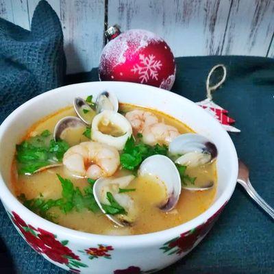 sopa de pescado y marisco de Navidad
