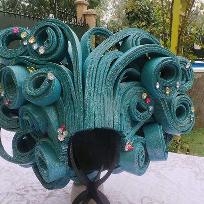 Perruque en mousse turquoise