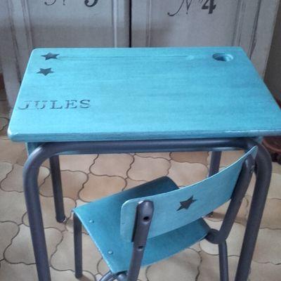 Petit bureau et sa chaise