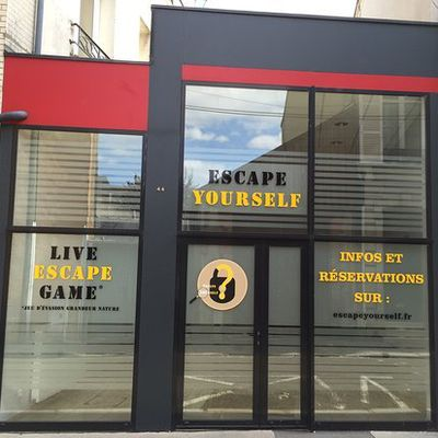 "Come and become a detective thanks to "" Escape yourself """