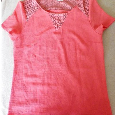 Transformation d'un tea-shirt de femme en robe de petite fille : tutoriel
