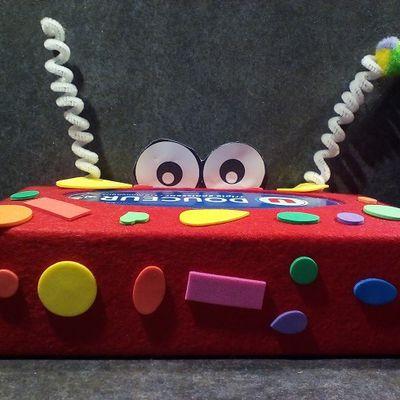Ma petite fille fait son artiste - 2 - boite de mouchoirs décorée feutrine et gommettes
