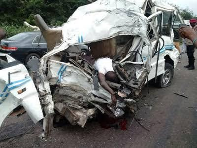 Gory Accident, death flows on Lagos-Ibadan Expressway