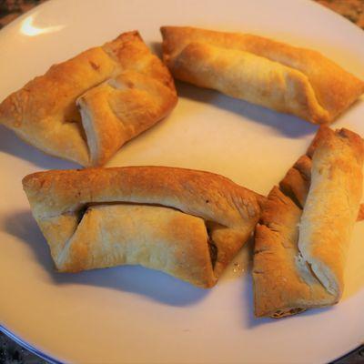 En confinement, on s'ennuie pas ! Croissant ou pain au chocolat avec pâte feuilletée toute prête !