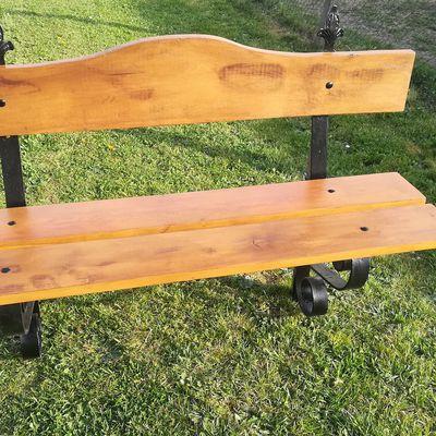 Remise en état du banc en fer forgé que j'ai fait en 1990 Changement des planches en chêne et mise en peinture