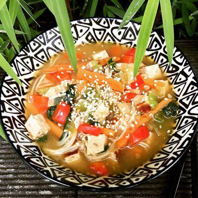 Soupe japonaise au tofu fumé