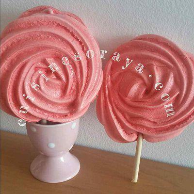 Sucettes de meringues roses