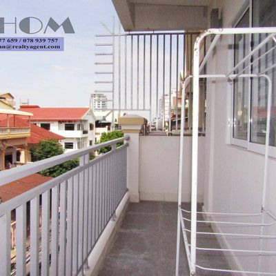 USD 500 / month ( Toul tompoung  Or Russian Market : The house / flat 2 bedrooms / 2 bathrooms for rent )