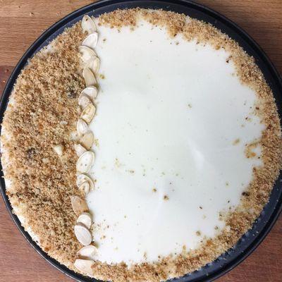 Entremet à la mousse vanille et insert aux Snickers