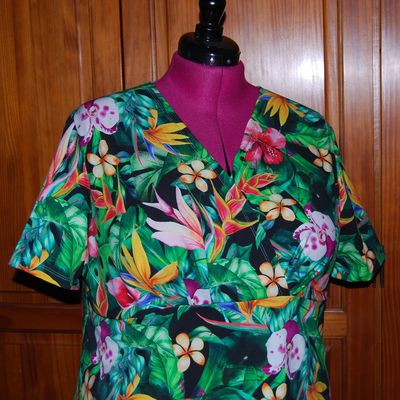 Robe fleurie, ambiance tropicale