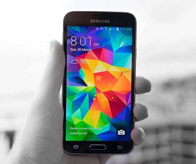 Comment régler les problèmes de noircissement et de scintillement de l'écran du Samsung Galaxy S5 ?